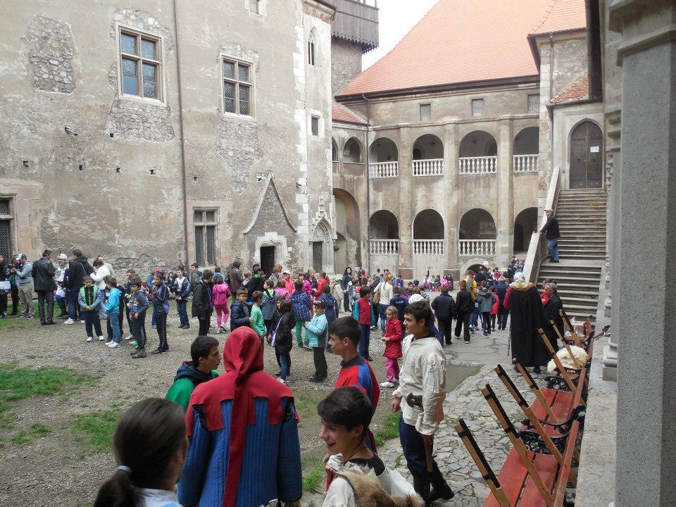 Elevi maghiari, oaspeţi la Castelul Corvinilor din Hunedoara