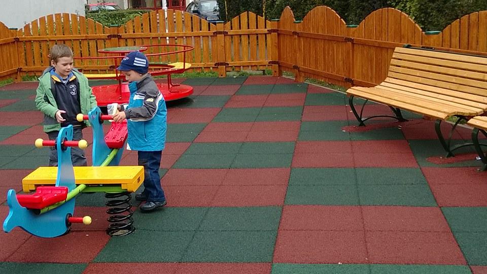 Noi locuri de joacă pentru copiii din Deva