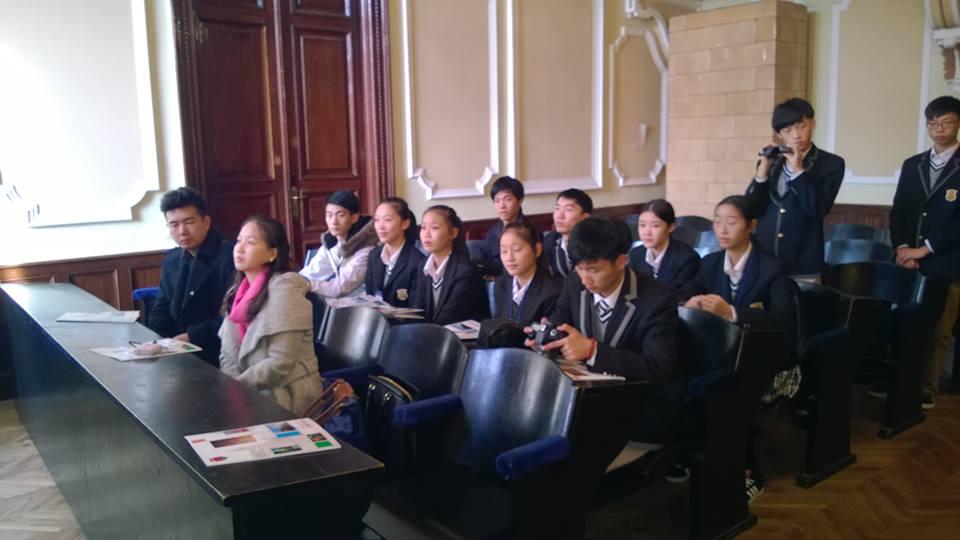 """Parteneriat între Școala de Afaceri Externe din Ningbo (China) şi Liceul de Arte """"Sigismund Toduţă"""" din Deva"""
