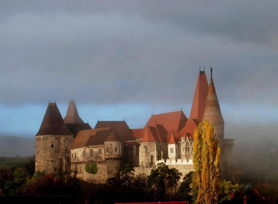Castelul Corvinilor din Hunedoara va fi închis timp de 3 săptămâni, pentru curățenie