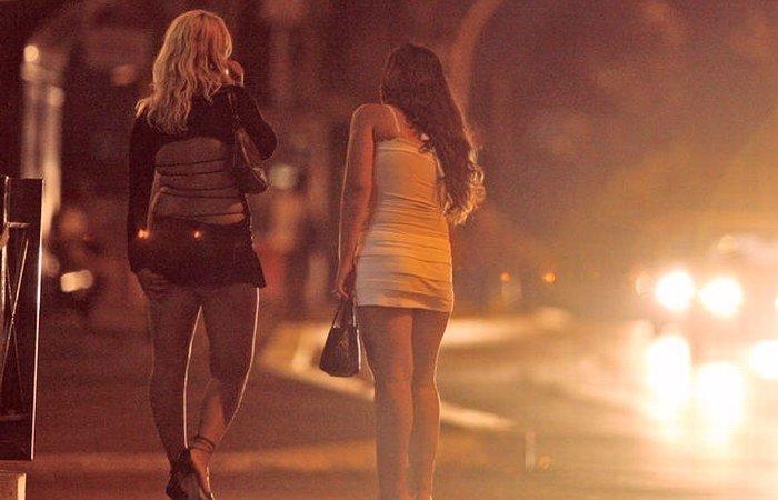 """Prostituată din Hunedoara, surprinsă de polițiști în timpul """"serviciului"""""""