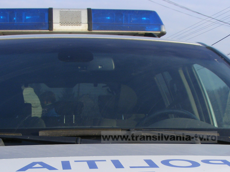 Coliziune între un autoturism și un autobuz, produsă într-o intersecție din Petroșani
