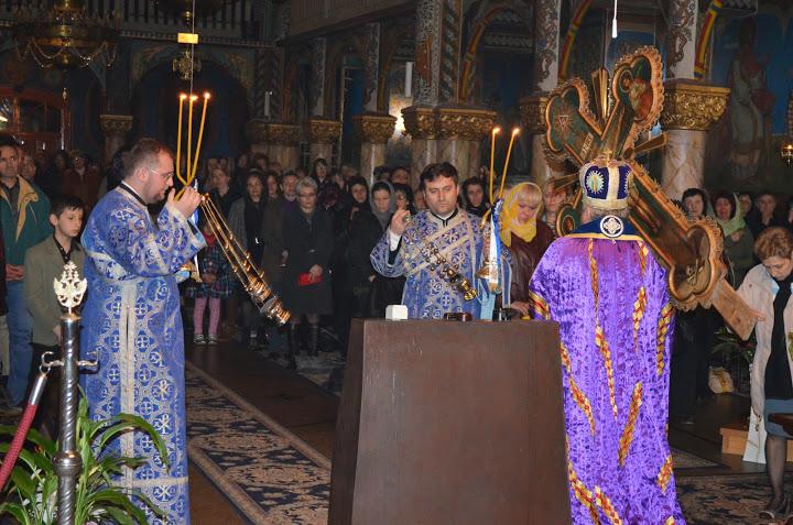 Denia celor 12 Evanghelii a fost săvârșită la Catedrala Episcopală din Deva