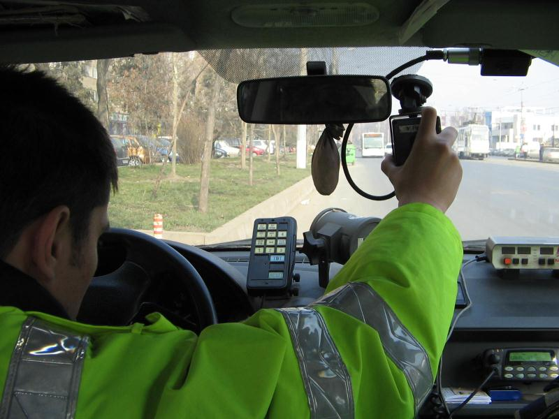 Un tânăr din Hațeg a fost prins circulând cu 211 km/h pe un drum național!