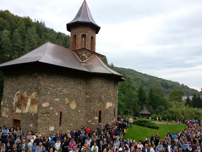 Mănăstirea Prislop a îmbrăcat straie de sărbătoare