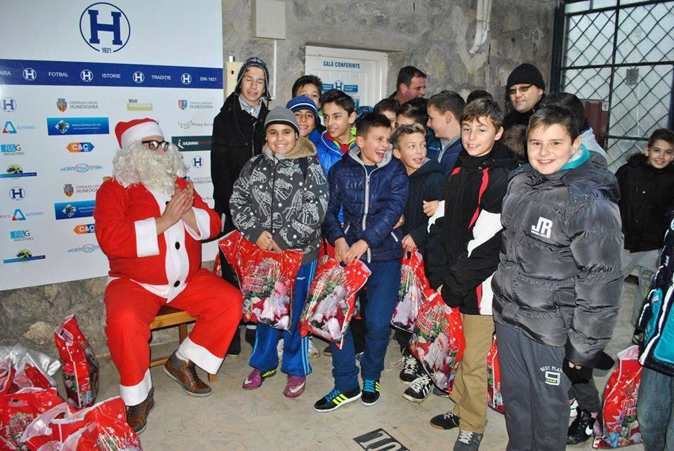 Moș Crăciun în vizită la FC Hunedoara