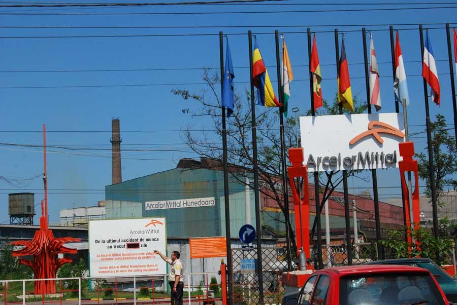 ArcelorMittal S.A face angajări.
