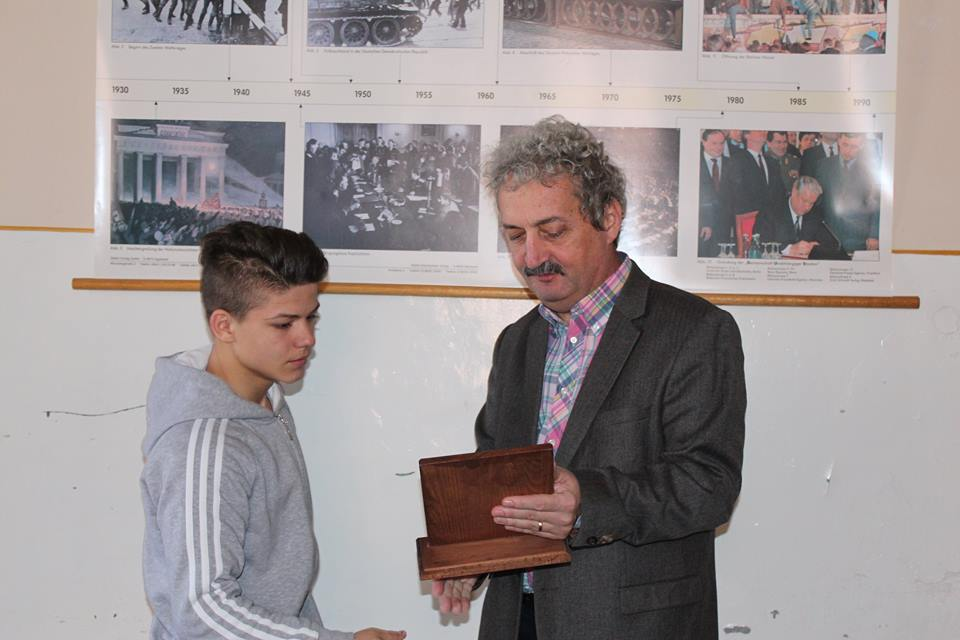Juniorul Cosmin Gîrleanu, campion național la box, recompensat de Primăria Hunedoara