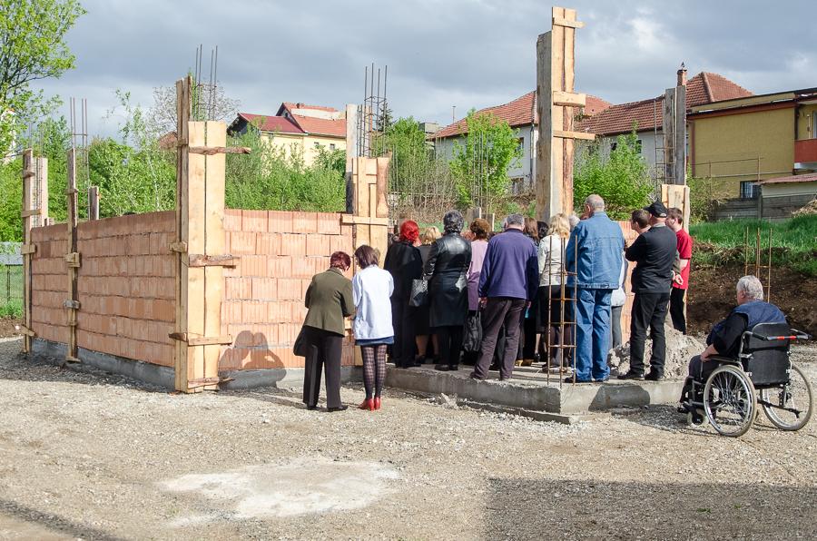 """Punerea pietrei de temelie a Bisericii din cadrul Unității de Asistență Medico-socială """"Părintele Arsenie Boca"""" din Hunedoara"""