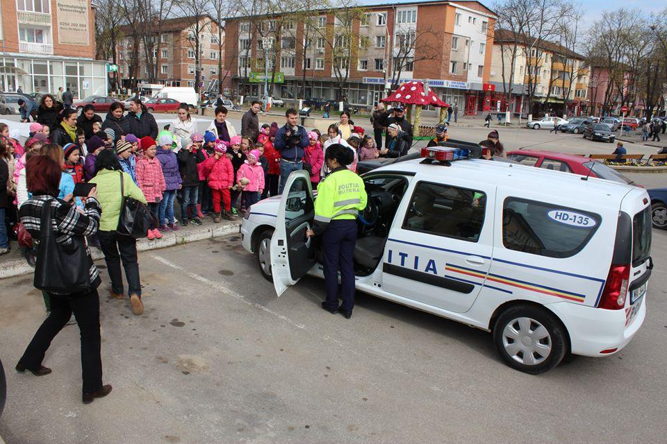 """Săptămâna """"Școala Altfel"""" împreună cu polițiștii rutieri din Hunedoara"""