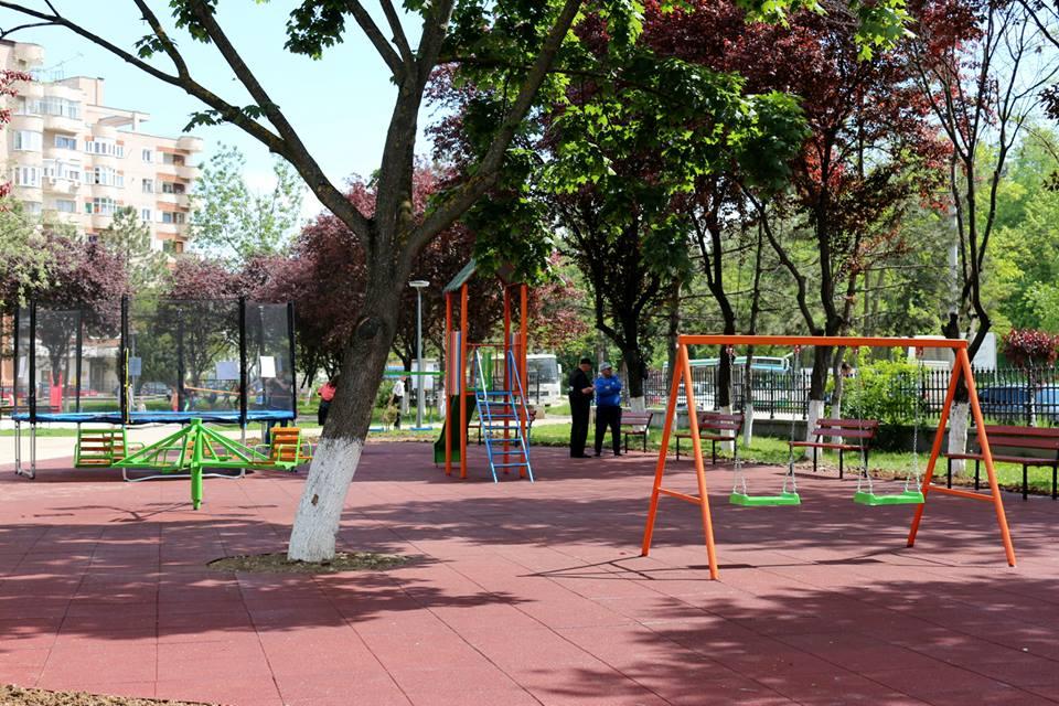 Un nou loc de joacă, în Parcul Tineretului din Hunedoara