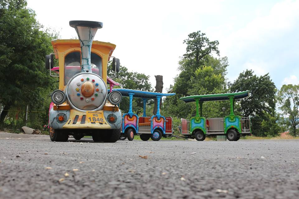 Un trenuleț turistic va circula de luni în Hunedoara