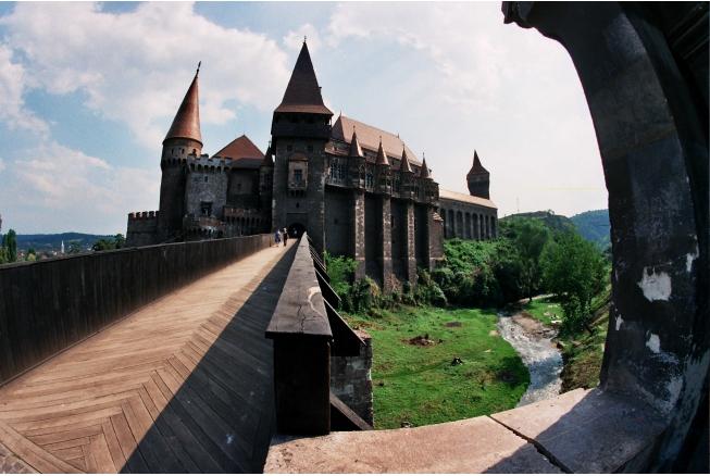 Castelul Corvinilor și noul ștrand, surse de venit pentru Primăria Hunedoara