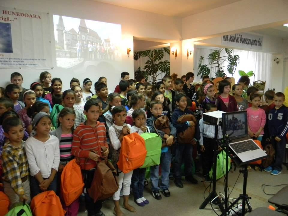"""Proiect pentru copiii defavorizați din Hunedoara: """"START…pentru prima zi de școală"""""""