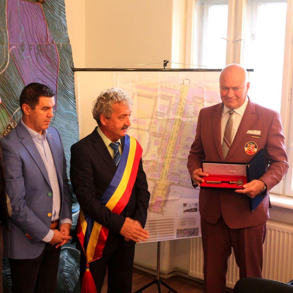 Antrenorul de box Ilie Captari, cetățean de onoare al municipiului Hunedoara
