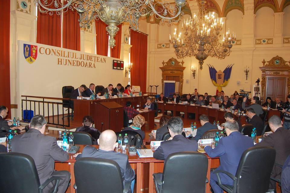 Vezi ce proiecte au fost aprobate în ședința de azi a Consiliului Județean Hunedoara