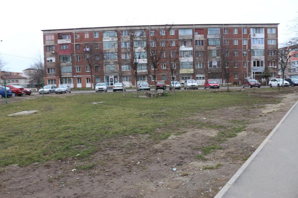 Hunedoara: În perioada următoare va începe reabilitarea spațiului verde și amenajarea unui loc de joacă pe strada Runcului