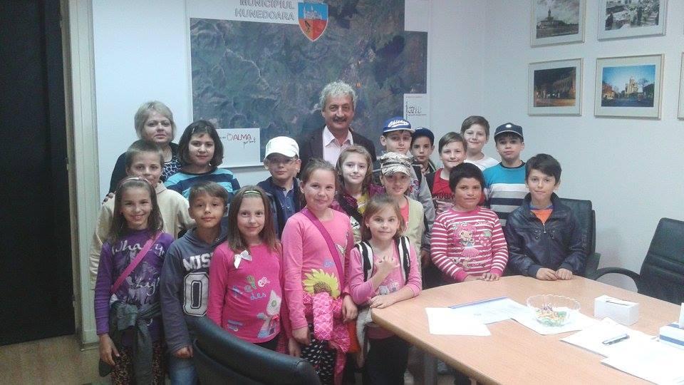 """""""Școala Altfel"""" – În vizită la primăria Hunedoara"""