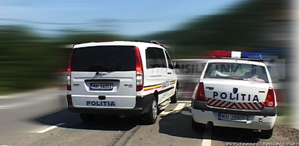Patru bărbaţi au fost reţinuţi în urma unei percheziţii ce a avut loc ieri în comuna Boşorod