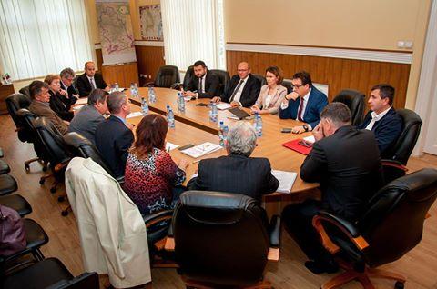 Întâlnire pe tema furnizării agentului termic în sezonul rece în municipiul Deva şi oraşele din Valea Jiului