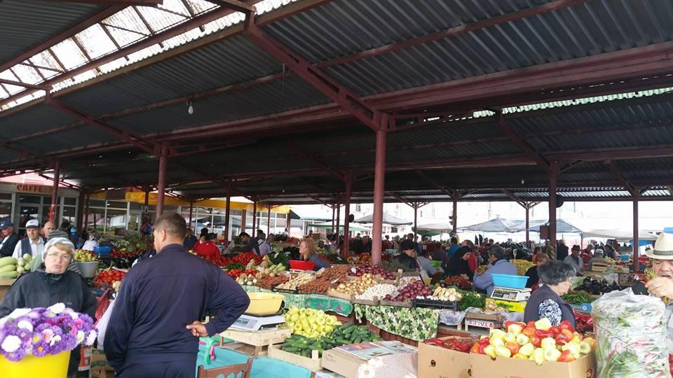 Vezi prețurile legumelor și alimentelor comercializate în piața din Hunedoara