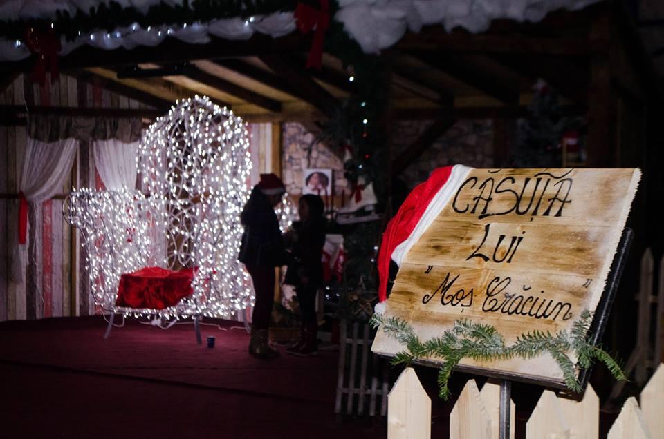 Căsuţa lui Moş Crăciun, amplasată în Piaţa Cetăţii din Deva