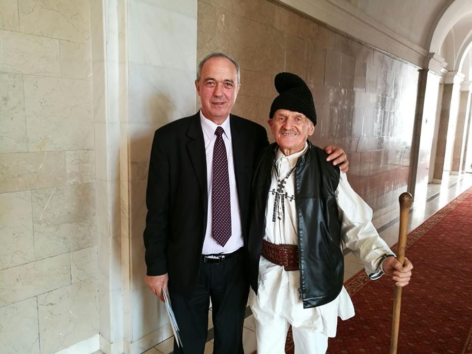 Cel mai bătrân salariat din România, premiat de Consiliul Județean Hunedoara
