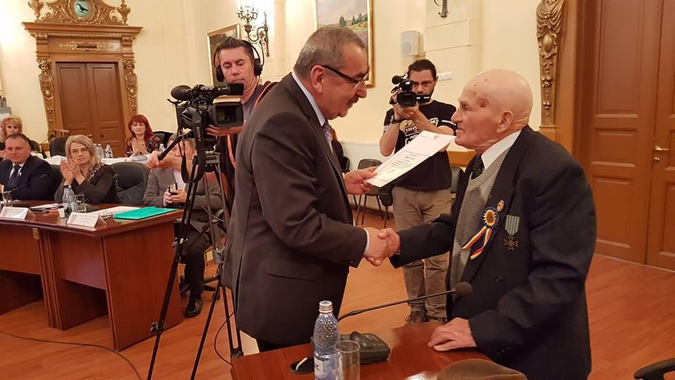 Vasile Crețu, veteran de război, premiat de CJ Hunedoara la împlinirea vârstei de 100 de ani