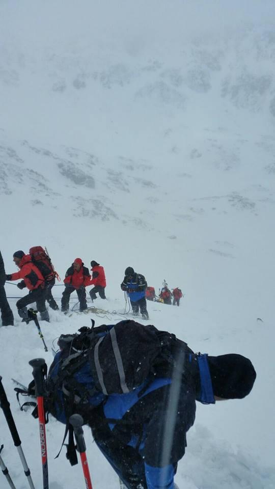 18 jandarmi montani și 34 de salvamontiști au participat la recuperarea trupurilor celor doi copii, decedați în avalanșa produsă în Retezat