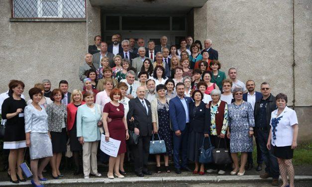 """Liceul Tehnologic """"Constantin Bursan"""" Hunedoara a sărbătorit 40 de ani de la înființare"""