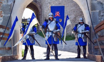 Garda Cetății Deva defilează sâmbătă, la ora 11.  Ceremonialul se va repeta săptămânal