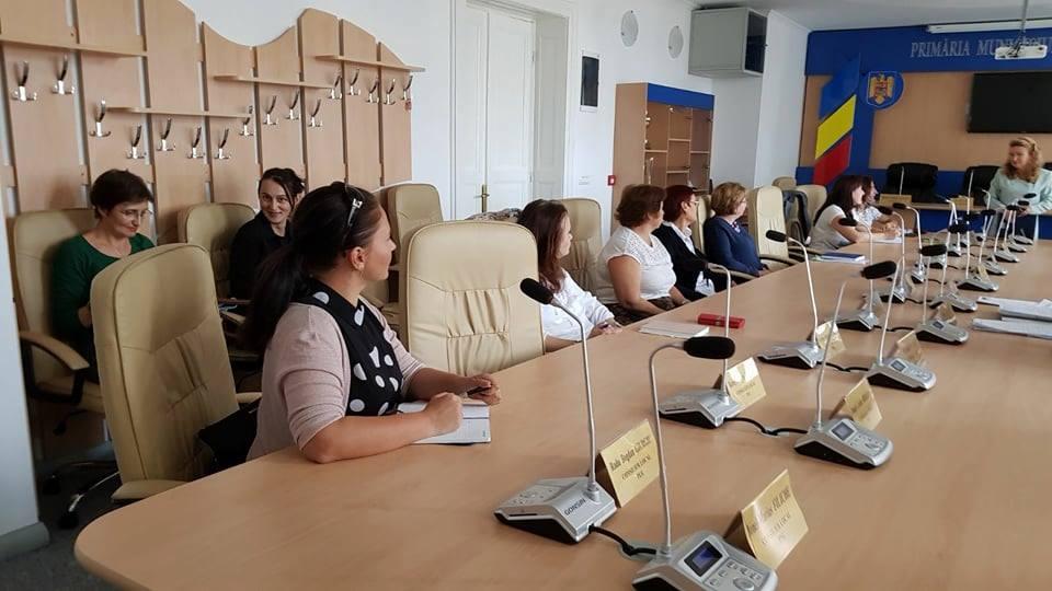 Copiii din Hunedoara ai căror părinți sunt plecați în străinătate, monitorizați de autorități