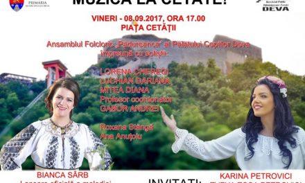 Spectacol folcloric în Piața Cetății din Deva