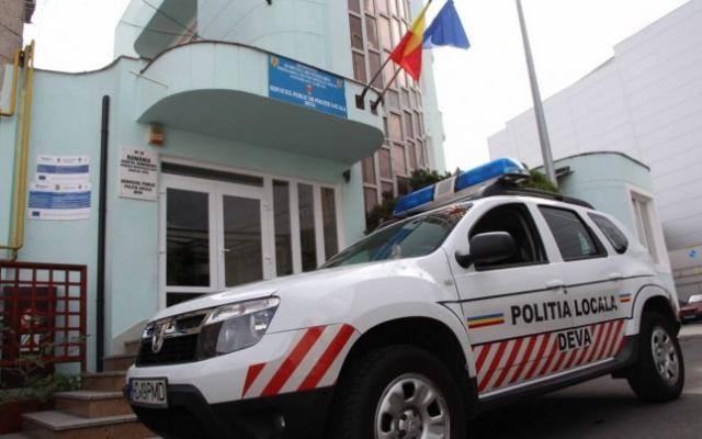 Bărbaţi surprinşi de poliţiştii locali din Deva în timp ce furau deşeuri metalice