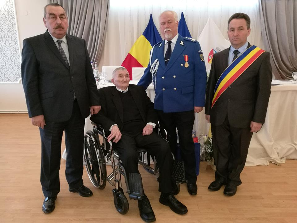 Veteranul de război căpitan (r) Petru Nistorescu, din Ludești, aniversat la împlinirea a 100 de ani de viață