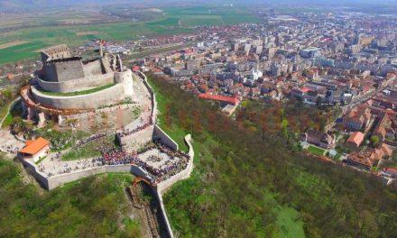 Cetatea Deva, ecologizată de voluntari