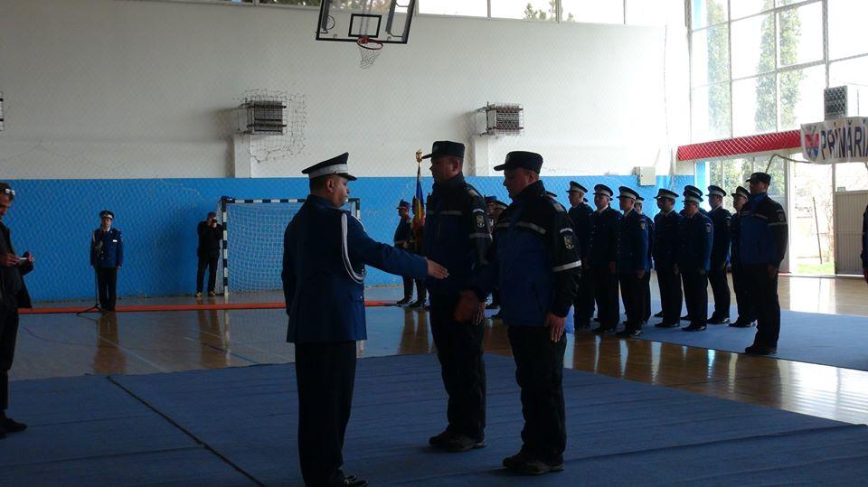 "Doi jandarmi hunedoreni au primit ,,Emblema de merit Acțiuni umanitare"" clasa I"