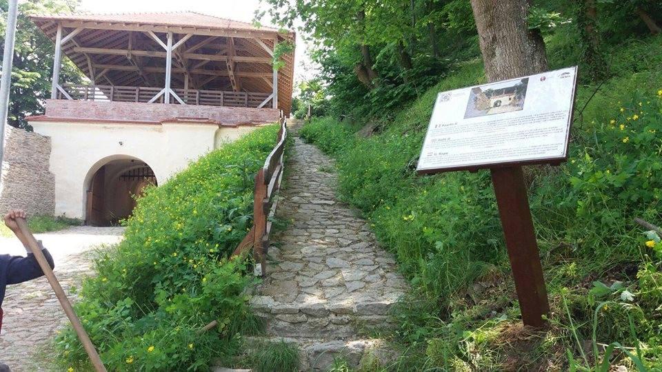 Au fost amplasate panouri informative pe Cetatea Deva