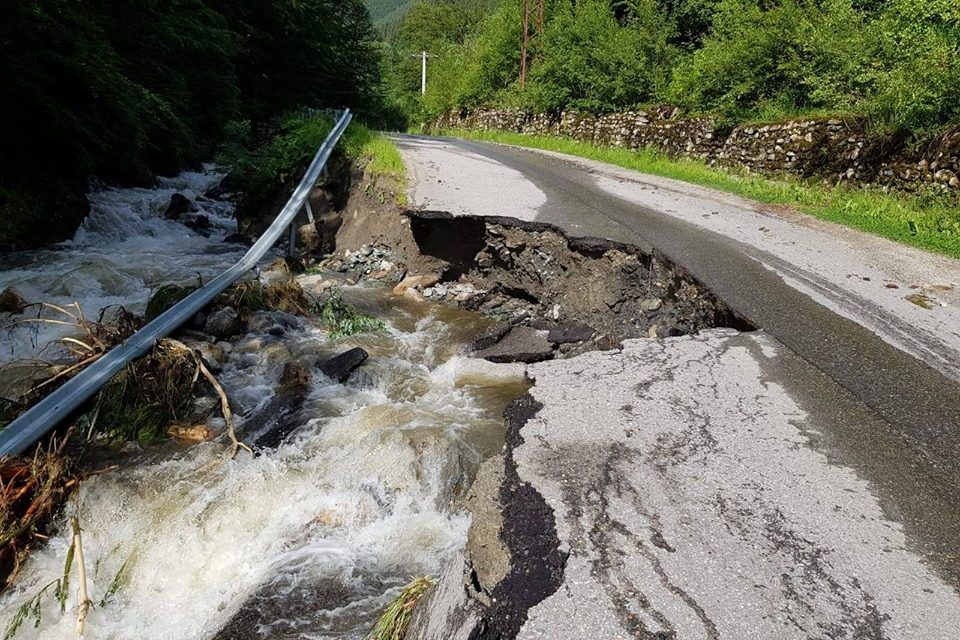 Drumul Județean spre stațiunea Râușor din Retezat, închis temporar