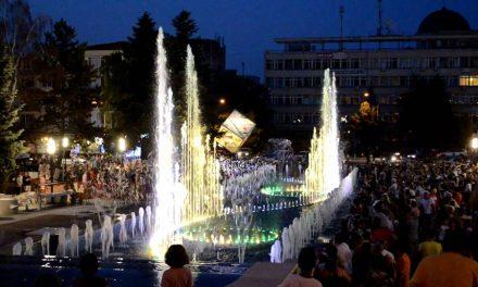 Fântâna arteziană din Piața Victoriei din Deva își reia programul muzical