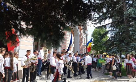 Moment de suflet oferit de un grup de români din Tighina (Republica Moldova) la Hunedoara
