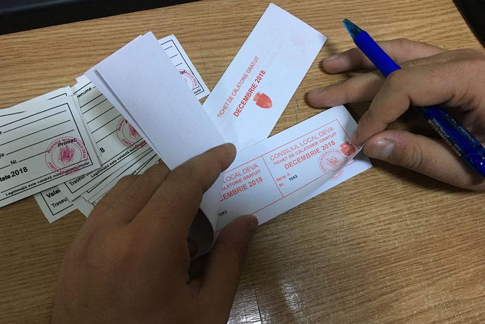 În Deva începe distribuirea tichetelor gratuite pentru transportul public local