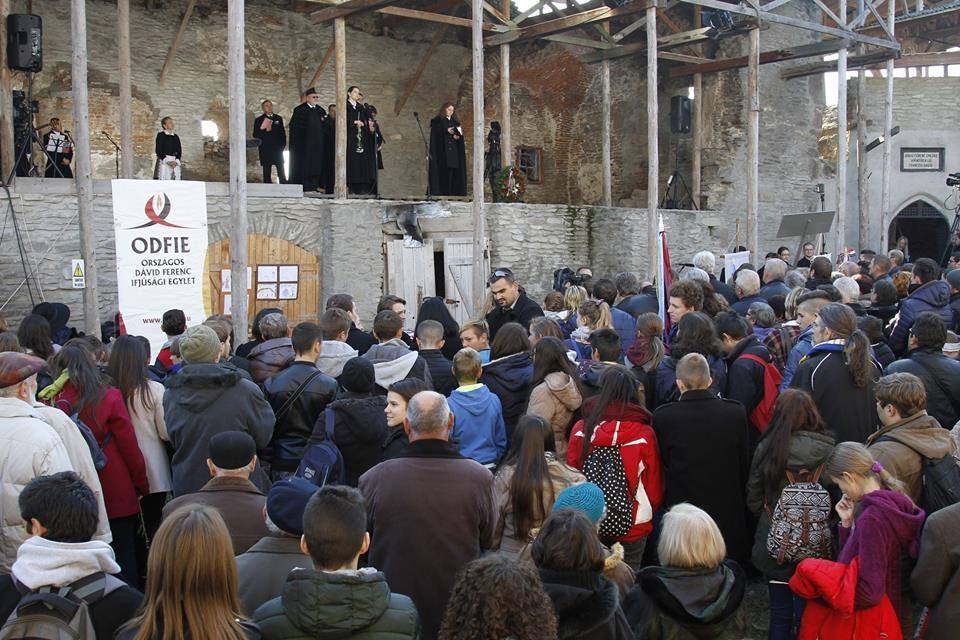 Cetatea Devei, loc de pelerinaj pentru cei care doresc să îi aducă un omagiu primului episcop al unitarienilor, Francisc David