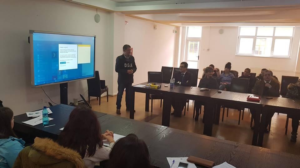 Elevii hunedoreni, informați despre lupta anticorupție