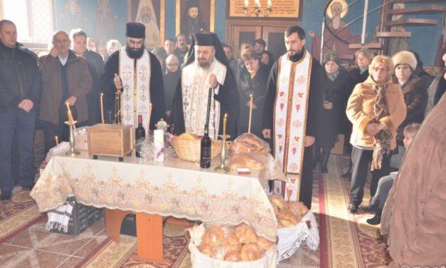 """Slujire arhierească în biserica """"Sf. Ierarh Nicolae"""" din filia Archia"""