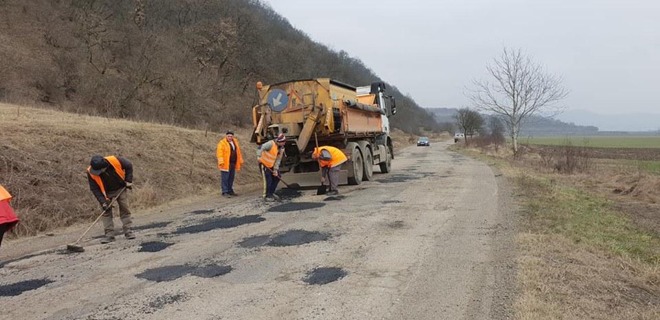 Reparații curente pe DJ 706A Șoimuș - Brănișca