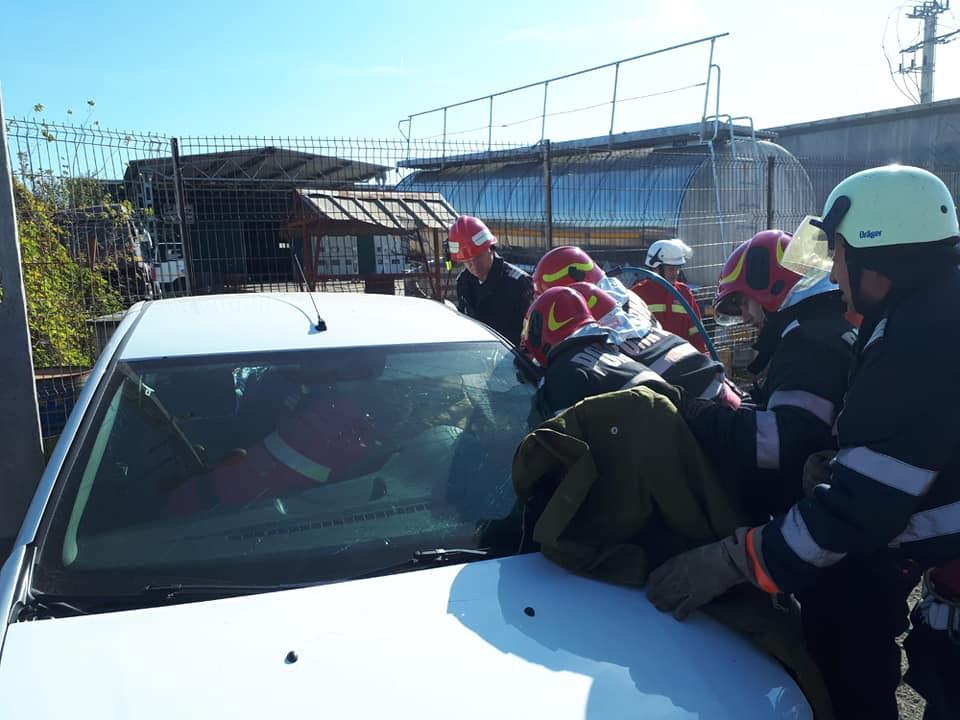 Accident rutier pe DJ 687 în care 5 oameni au fost răniţi